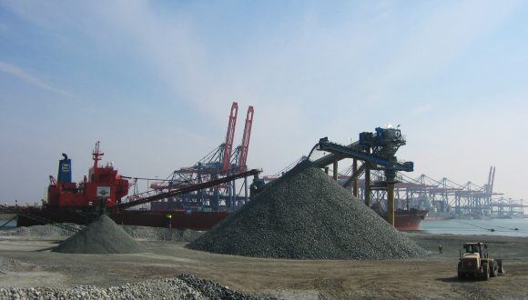 Aggregate unloading system - Ship unloading to quay