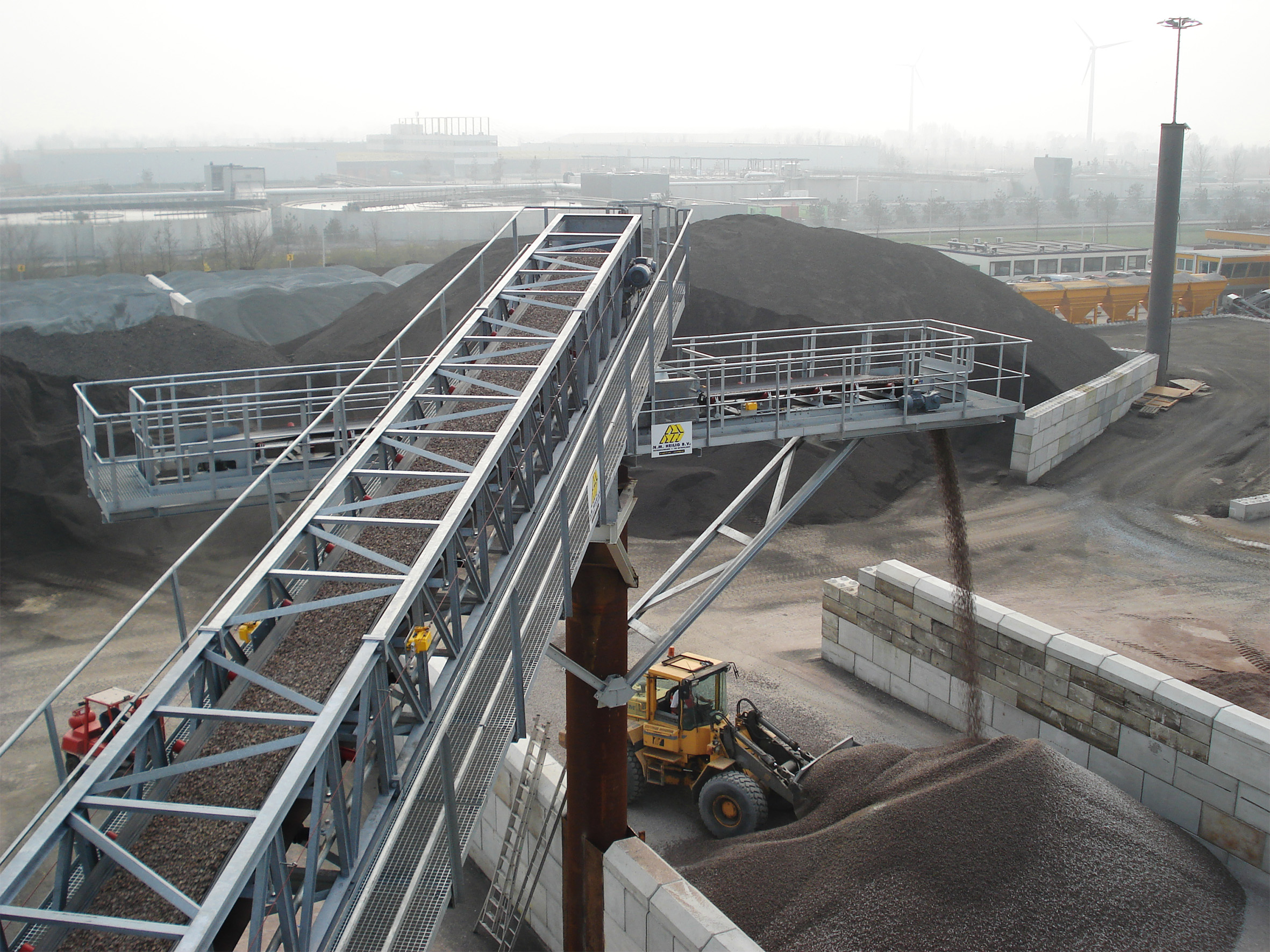 Belt conveyors for sand and gravel