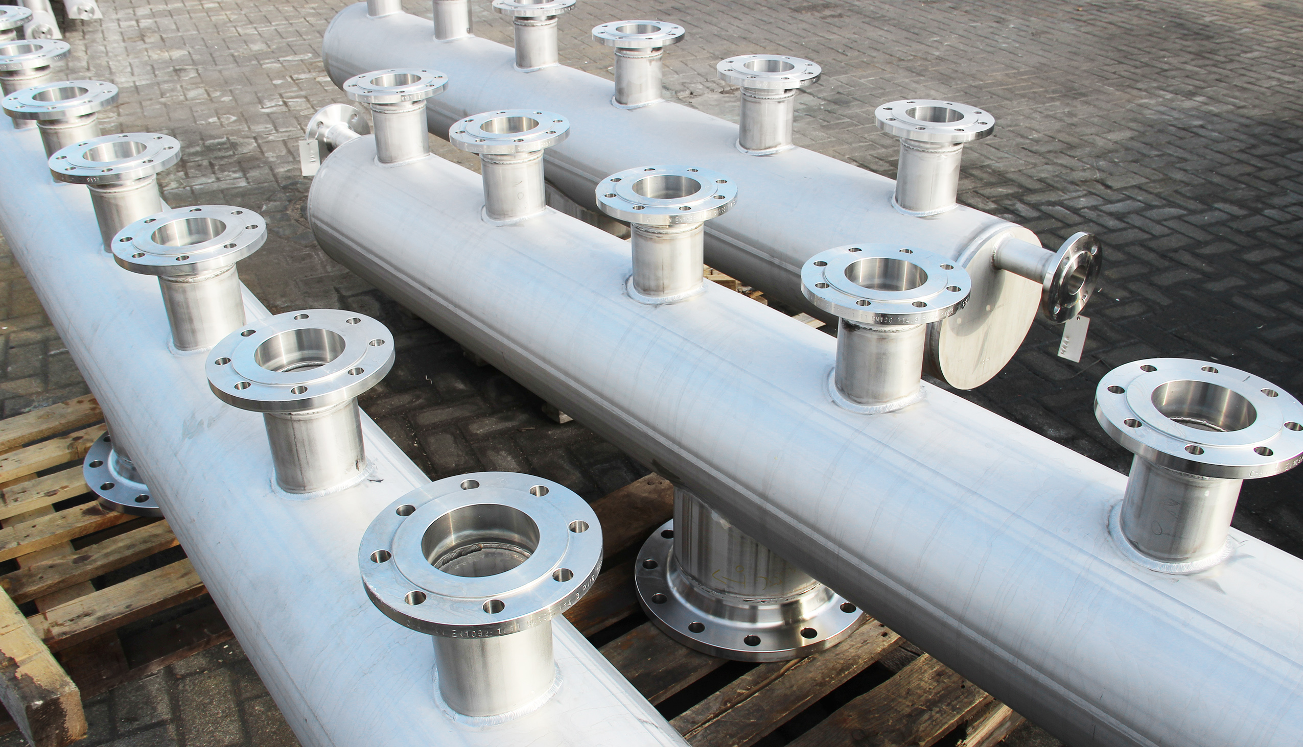 Stainless steel piping and manifolds